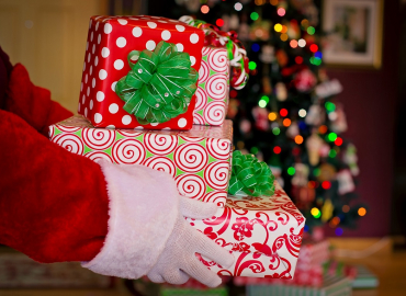 Spending Tips to Keep the Happy in Your Holidays